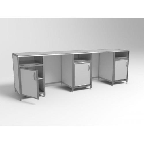 Стол для лаборатории М-СЛ-3/03 трехтумбовый с нишами, дверками