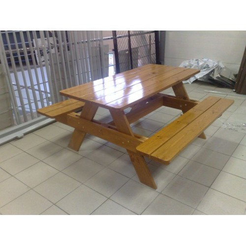 Стол деревянный для кафе